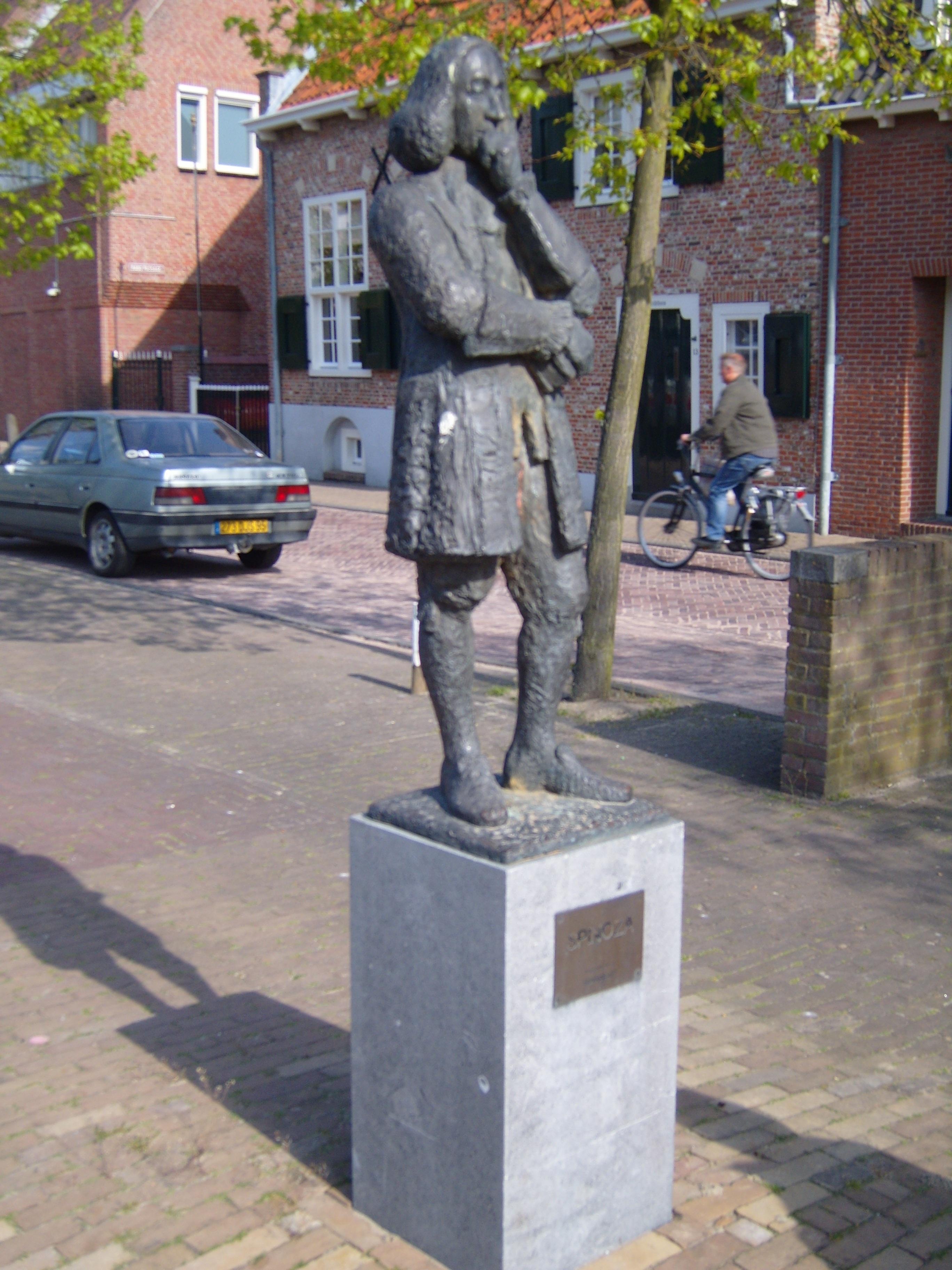 statue de Spinoza à La Haye, à deux pas de la maison de M. Van der Spick